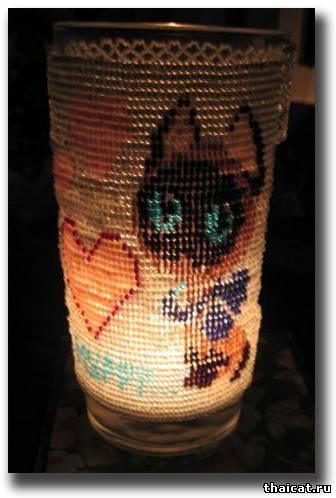 """Подсвечник из бисера ко Дню Святого Валентина.  Котенок Гав говорит  """"Муррр """".  Автор работы Мария."""