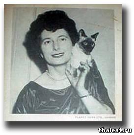 Английская писательница Дорин Тови и сиамская кошка
