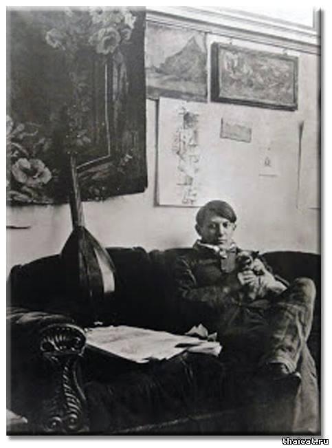 Молодой Пабло Пикассо и его сиамский кот Мину