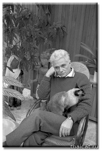 Философ Жак Деррида и его сиамский кот Логос